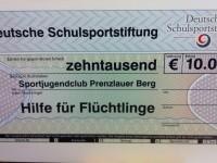 kolle8_schulsportstiftung_scheck_klein